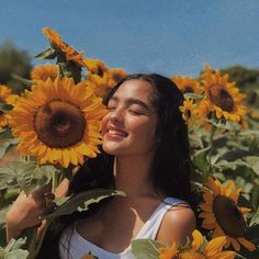 ⁂andrea brillantes icon⁂ saved/used=save pin Portrait Photography Poses, Photography Poses Women, Creative Photography, Portraits, Sunflower Feild, Sunflower Field Pictures, Sunflower Pics, Hipster Vintage, Style Hipster