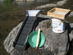 SCIENCE CONNECTION Learn about how miners use a gold pan or a sluice box to separate gold from silt. How to use a sluice box.