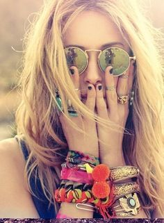 Beachy waves, stacked bracelets, and funky sunglasses = perfect festival style