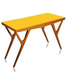 Aparador e mesa de centro em um único móvel, todo em cumaru maciço e tampo laminado formica em 3 opções de cores: amarela, preta e azul. Fabricação Desmobilia.  www.desmobilia.com.br