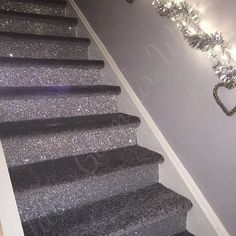 Our very own silver glitter wallcovering used by our customer a few years ago on her stair fronts. This picture went viral at the time and is now everywhere. The original was posted by us. Glitter Wallpaper Bedroom, Silver Glitter Wallpaper, Glitter Bedroom, Silver Living Room, Silver Bedroom, Glitter Stairs, Glitter Walls, Glitter Bomb, Glitter Vinyl