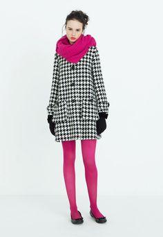 22 tendências de acessórios para compôr o look no inverno - Quirky Fashion, 1960s Fashion, Look Fashion, Womens Fashion, Colored Tights Outfit, Pink Tights, Fall Winter Outfits, Autumn Winter Fashion, Cool Tights