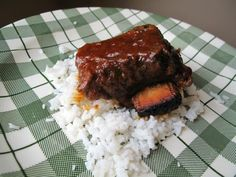 There is almost nothing like some fabulous slow cooker molasses short ribs for dinner - when you add in the sweet, heavy tang of molasses these short ribs become one amazing dinner! Short Ribs Slow Cooker, Crock Pot Slow Cooker, Slow Cooker Recipes, Crockpot Recipes, Braised Short Ribs, Beef Short Ribs, Beef Ribs, Best Beef Recipes, Meat Recipes