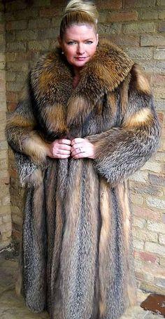 Latex Fashion, Fur Fashion, Fox Fur Coat, Fur Coats, Fabulous Furs, Sheepskin Coat, Fashion For Women Over 40, Ice Queen, Fur Jacket