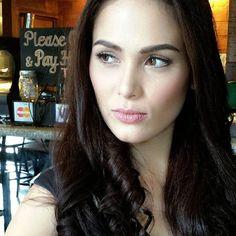 Beautiful Kristine Hermosa make-up by A. Filipina Actress, Filipina Beauty, Most Beautiful, Beautiful Women, Dramatic Classic, Asian Makeup, Body Types, Beautiful Actresses, Pretty Face
