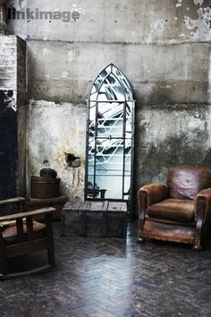 Dark and mooby by Pia Ulin Harry Potter Bathroom, Masculine Room, Grey Home Decor, Rustic Industrial, Industrial Design, Beautiful Mirrors, Interior Decorating, Interior Design, Romantic Homes