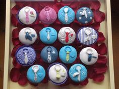 Tied-down cupcakes - cc with shirts & ties - For a husband turning 40, his wife surprised him with these cupcakes with shirts and ties in all different styles. She asked for this as he hates wearing shirts an ties but ends up wearing the best combinations. I was inspired by an idea I once read in a magazine of cake decorating