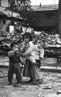 John Dominis, Korean children in a war-ravaged area, Seoul, South Korea, March 1951.
