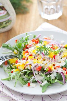 Салат с рукколой, рисом и сладкими перцами