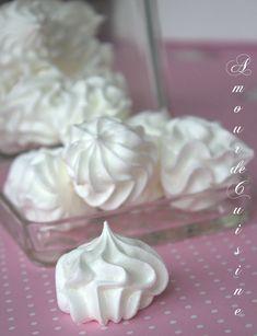 Meringue with old, very light recipe - Easy And Healthy Recipes Meringue Pavlova, Meringue Desserts, Shortbread, Sweet Recipes, Snack Recipes, Mini Meringues, Number Cakes, Wrap, Cream Cake