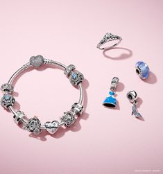 Create a magical look with the PANDORA Disney jewellery pieces. Crafted from sterling silver these beautiful pieces embodies the spirit of one of our favourite Disney princesses: Cinderella.