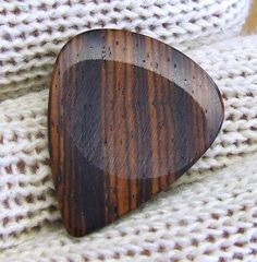 Another clever idea for musicians - handmade wooden guitar pick. Presents For Boys, Presents For Boyfriend, Gifts For Husband, Gifts For Boys, Boyfriend Gifts, Gifts For Him, Great Gifts, Boyfriend Stuff, It's Your Birthday