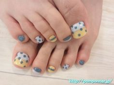 grey, yellow & white dotted footsies