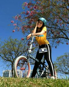 ♡Isabela Souza♡ Disney Channel, Go Wallpaper, Cute Cartoon Girl, Bike Style, Tumblr Photography, Poses, Kawaii Anime, Cute Pictures, Victoria
