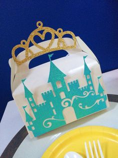 12 Frozen inspired castle favor box. Favor boxTreat by Glamsweets