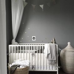 The colors, the style, we love everything about this room in the home of lovely 😍❤️ Baby Bedroom, Baby Room Decor, Kids Bedroom, Nursery Decor, Kids Rooms, Nursery Ideas, Montessori, Kids Room Design, Nursery Neutral