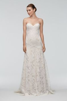 <strong class='info-row'>Watters</strong> <div class='info-row description'>Style 9019B Oma   Our designers left no detail untended in this stunning ivory Adayln lace gown with champagne-colored stretch lining. From the delicately curving sweetheart neckline to the swirling chapel train, it's a lovely addition to our wedding collection. The subtle drop waist will flatter all brides by elongating your torso and highlighting your curves. Feminine and romantic, this elegant dress fits a variety…