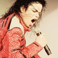 This is my absolute FAVORITE Michael Jackson pic!!!