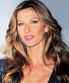 Ecaille Hair Highlights Trend: Forget Ombré — You're Going To Love Tortoiseshell Hair that is multidimensional and painted — not foiled. Ecaille Hair Color, Ombre Hair Color, Balayage Hair, Hair Colour, Gisele Bündchen, Tortoise Shell Hair, Hair Studio, Jessica Alba, Khloe Kardashian
