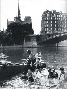 Paris 1930, baignade dans la Seine, maintenant plus question de consommer le poisson que l'on y pêche.