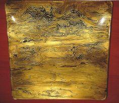 Plato dorado y barniz