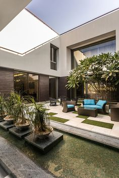 Fantastic bungalow designed by kns architects in india patio design, garden design, house design Casa Patio, Pergola Patio, Backyard Patio, Pergola Kits, Roof Terrace Design, Covered Patio Design, Bungalow Landscaping, Modern Landscaping, Landscaping Plants