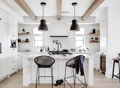 Southern California beach house with gorgeous industrial-chic accents Black Interior Design, Bar Interior, House Color Schemes, House Colors, Industrial Chic Kitchen, Industrial Office, Modern Industrial, Vintage Industrial, Industrial Design