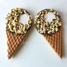 Ice cream cone cookies by Fernwood Ice Cream Cookies, Fancy Cookies, Cut Out Cookies, Iced Cookies, Custom Cookies, Cookie Icing, Royal Icing Cookies, Cupcakes, Cupcake Cookies