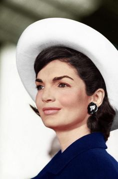 Jackie Kennedy - great pose of her, coloring is just perfect