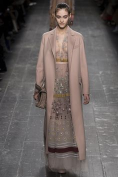 Valentino Fall 2016 Ready-to-Wear Fashion Show - Greta Varlese (Elite)