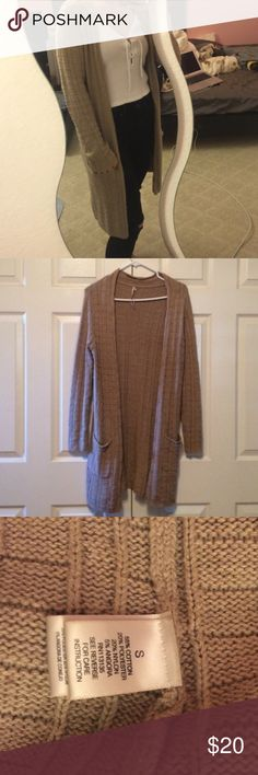 """Khaki long thick cardigan New condition! Warm enough to wear this very cold winter ⛄️. Easy to match with almost anything. The color is kind of an off brown/ dark beige color! Brand is """"Leo & Nicole"""" but that brand is unpopular on posh so listing under FP for now. I'm 5ft tall for reference of length Free People Sweaters Cardigans"""
