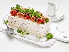 Voileipäkakku on juhlapöydän klassikko Finnish Recipes, Sandwich Cake, Appetizer Salads, Tasty, Yummy Food, Savoury Cake, Culinary Arts, Cheesecakes, Panna Cotta
