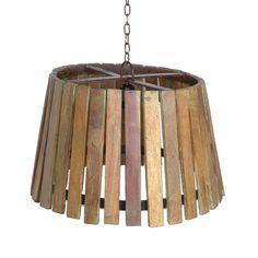 Un lámpara vintage preciosa. Lamas de madera recuperada con restos de pintura verde.