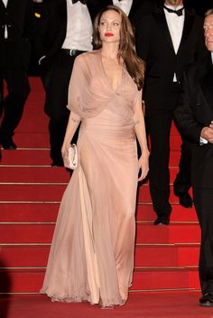 """Angelina Jolie in Atelier Versace at the """"Inglourious Basterds"""" premiere (2009)"""