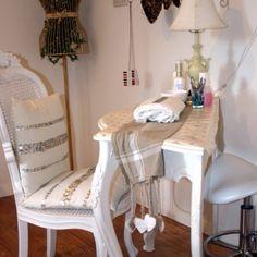 i like this setup for a manicure table