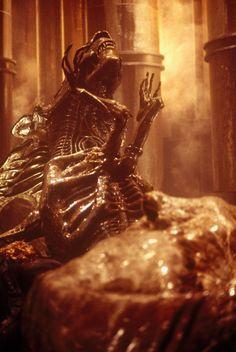 The Alien Queen from the USM Auriga #Alien #Aliens #Alien3 #Xenomorph #Xeno #AvP #AvP2 #AlienResurrection #AlienQueen #XenomorphQueen Predator Series, Predator 1, Creepy, Scary, Alien Resurrection, Alien Queen, Xenomorph, Visionary Art, Horror Films