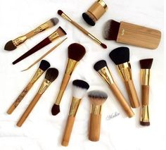 When looking for makeup brushes, it's not only important that they be incredibly soft, are the proper density, and can withstand the test of time, but also (if not even more so) they be animal-friendly. We made the Top 10 best Vegan beauty brushes for 2018 that we think you should check out!