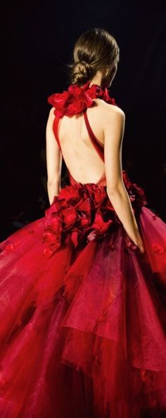 //Marchesa Fall 2016 #floral #fashion