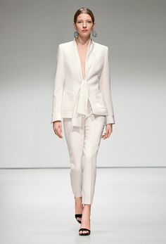 Escada Fall 2016 Ready to Wear Fashion Show women + Fashion Show, Fashion Outfits, Womens Fashion, Fashion Trends, White Outfits, Cool Outfits, Office Fashion, Mode Style, White Fashion