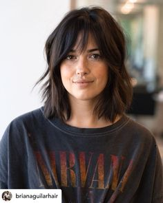 Inverted Bob Hairstyles, Bob Hairstyles For Fine Hair, Medium Bob Hairstyles, Gorgeous Hairstyles, Thin Hair Haircuts, Choppy Bob Hairstyles Messy Lob, Short To Medium Haircuts, Bob Hairstyles Brunette, Long Fringe Hairstyles