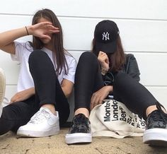 Bff goals - picture ideas ♥ on we heart it Photos Bff, Bff Pictures, Best Friend Pictures, Best Friend Photography, Tumblr Photography, Photography Poses, Maternity Photography, Couple Photography, Bff Goals