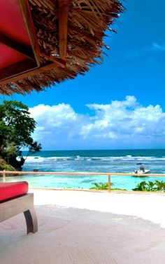 Chic tropical boutique on #Jamaica's north coast frequented by music industry A-listers thanks to a recording studio and buzzy bar.