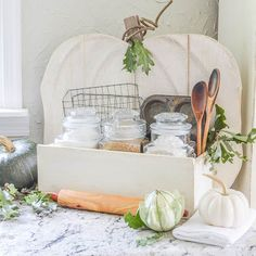 Rustic Pumpkin Stand Baking Station {DIH Workshop with Home Depot} Farmhouse Bedroom Decor, Farmhouse Kitchen Decor, Baked Beans On Toast, Rustic Food Photography, Rustic Cupcakes, Rustic Cake Stands, Decorating Your Home, Fall Decorating, Diy Pumpkin