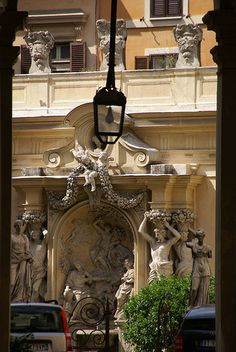 Rom, Via Borghese, Palazzo Borghese, Fontana dell'Abbondanza im Innenhof (fountain of the Abundance in the courtyard)