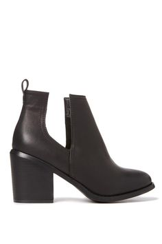 ELLE V CUT OUT BOOT - The Elle V cut out boot features a 'V' cut out design making it the perfect transeasonal bootie, easily worn back with any outfit! Featuring an 8cm block heel, it's a must in your wardrobe! Item composition: 100% synthetic material.