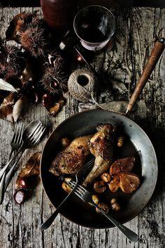 Pratos e Travessas: Coxas de frango com pêras, castanhas e vinho do Porto | Chicken thighs with pears, chestnuts and Port wine