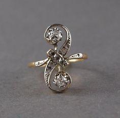 Bague toi et moi en or 750°/°° et platine sertie de deux diamants rehaussés de [...], Importants Bijoux à Chochon-Barre & Allardi SVV | Auction.fr