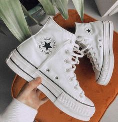 Crazy Shoes, New Shoes, Me Too Shoes, Jordan Shoes Girls, Girls Shoes, Mode Converse, Converse High, Converse Shoes, Converse Chuck Taylor