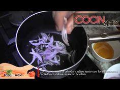 Rack de cordero con salsa de yogur y menta • Deliciosas costillitas de cordero con el aroma de yogur y menta, acompañado de pimentones y apio • www.cocinarte.co