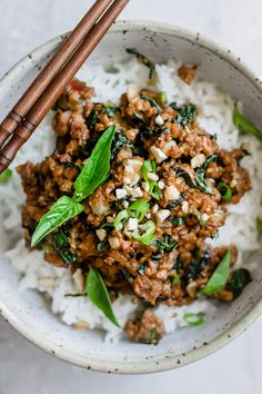 Ever wonder how to make tempeh stir fry? This Thai basil Tempeh stir fry is the best healthy tempeh recipe that is naturally vegan and gluten-free! #tempeh #stifry #vegan #veganrecipe #vegetarianrecipe #veganstirfry #thairecipe